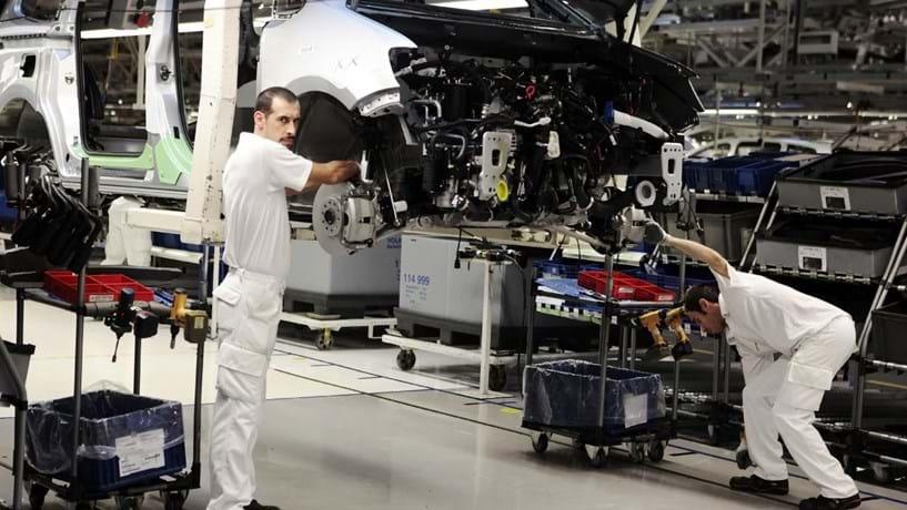Automóvel, metal e plástico suportam vendas da indústria