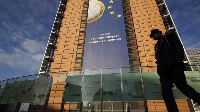 Bruxelas revê em alta crescimento da Zona Euro para este ano mas corta previsão para 2017