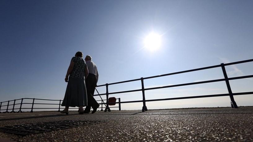 Aumento de 10 euros exclui pensões mínimas actualizadas por Passos