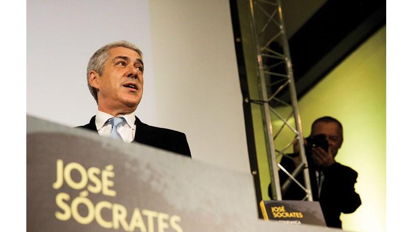 Sócrates diz que é preso político e que a sua detenção visa impedir PS de vencer eleições