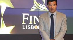 UEFA impede que Luís Figo volte a vestir a camisola do Barcelona