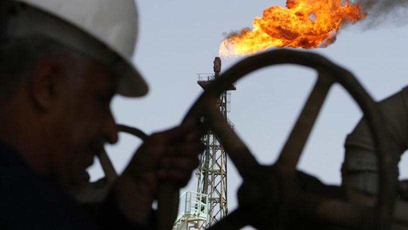 Petróleo a caminho da maior queda semanal desde Janeiro