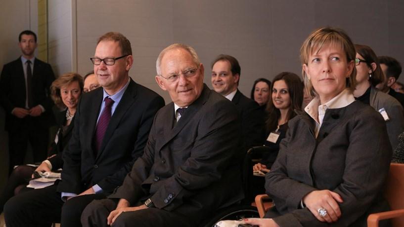 """Schäuble: Portugal e Irlanda são """"a melhor prova"""" de que os programas funcionam"""