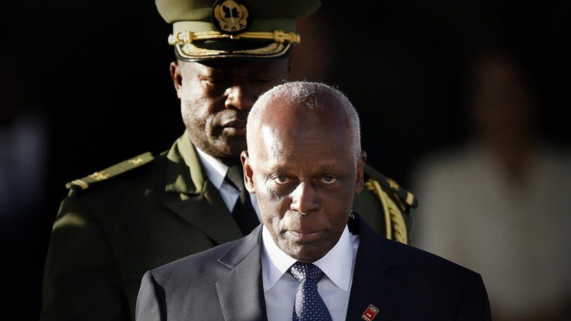 Eduardo dos Santos anula contrato para acessos ao aeroporto de Luanda