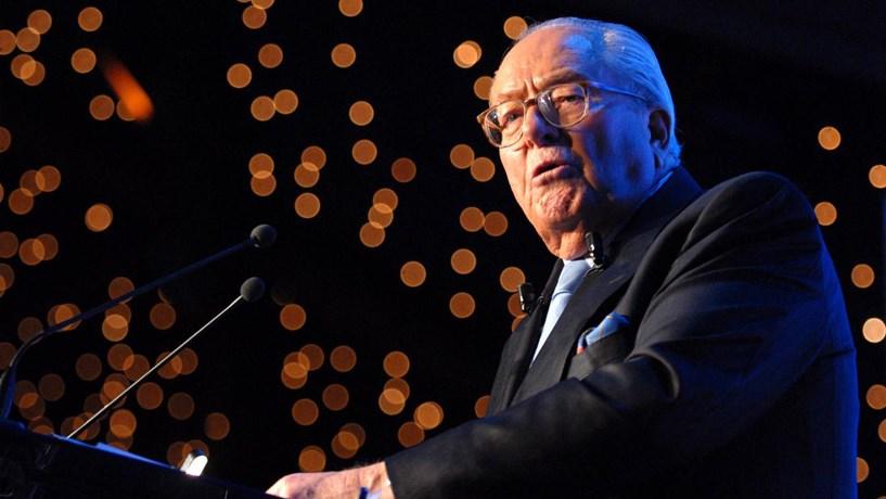 Parlamento europeu levanta a imunidade a Jean-Marie Le Pen