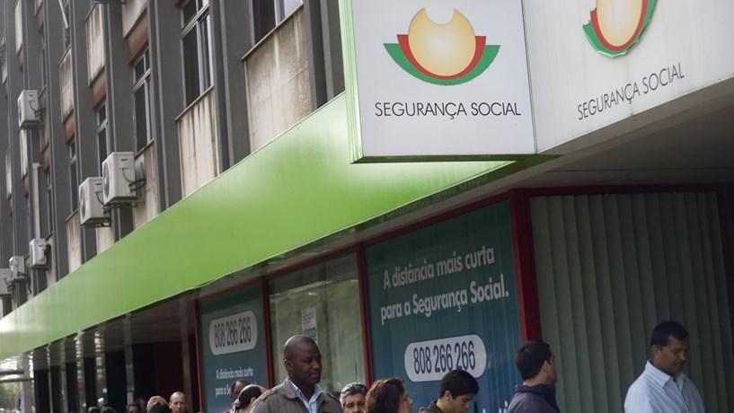 Segurança Social atrasada a pagar prestações a grávidas e doentes (act.)