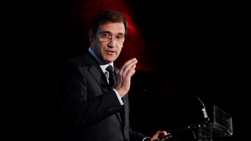 Passos Coelho lamenta que PS rejeite inscrever limite para a dívida na Constituição