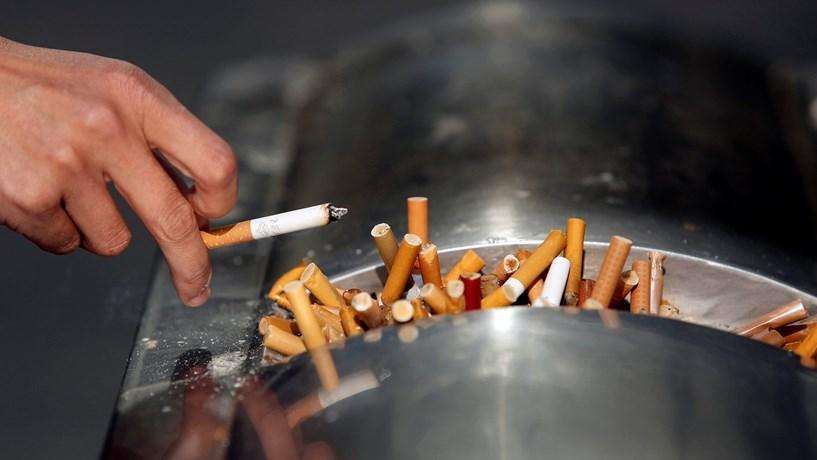 Governo aperta cerco a tabaco na rua