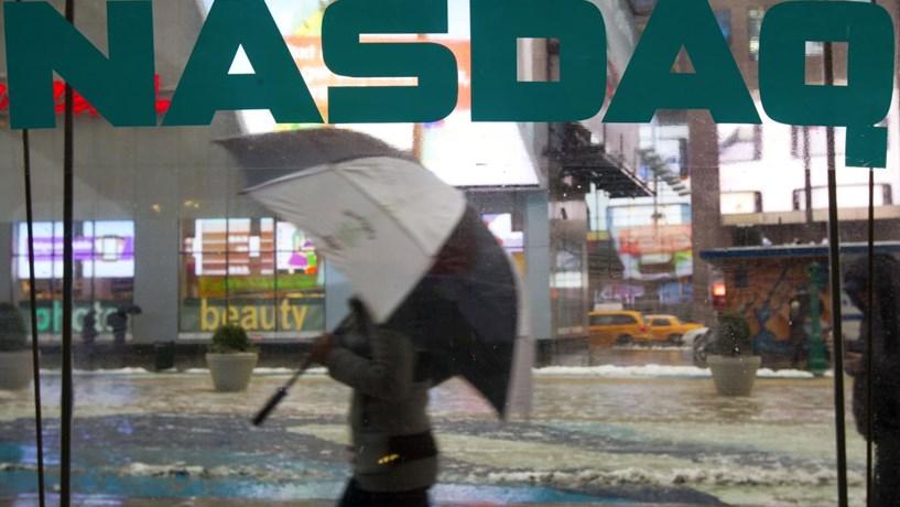 Escalada da energia e estímulos económicos impulsionam Wall Street