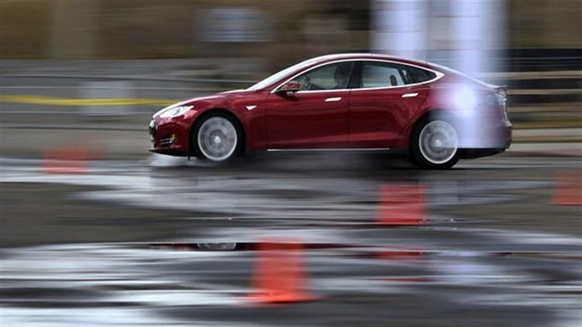 Tesla: Carro mais rápido do mundo vai ficar ainda mais rápido