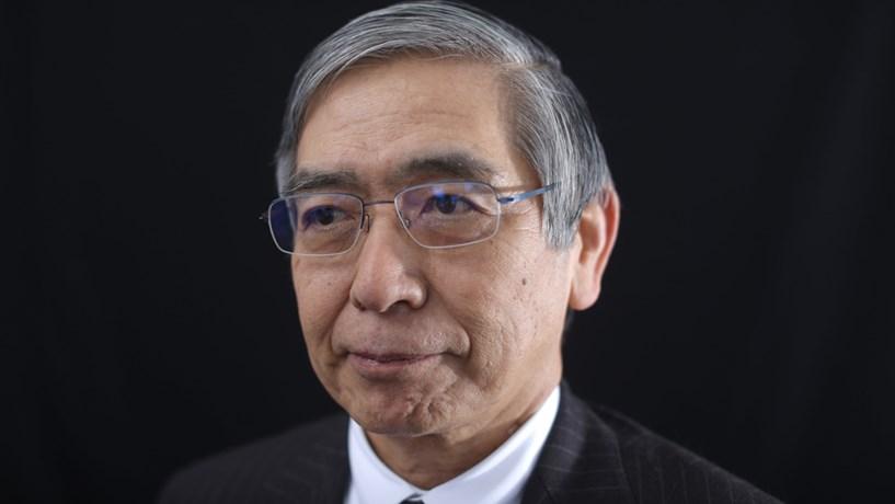 Banco do Japão atira para depois de 2018 inflação perto dos 2%