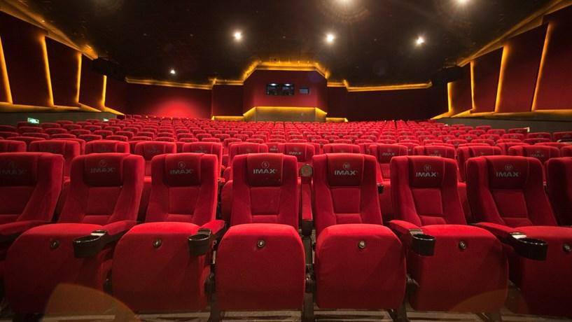 Antigo Cinema Mundial vai ser vendido e transformado em superfície comercial