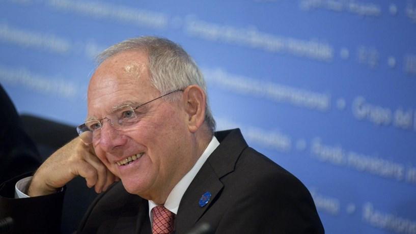 Schäuble: Itália deve manter o rumo de Renzi e investidores não devem ficar preocupados