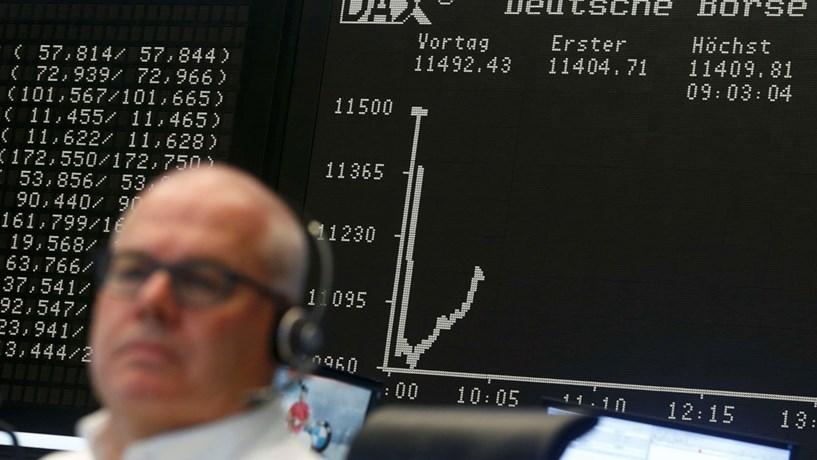 Abertura dos mercados: Bolsas e euro em alta, petróleo acima dos 35 dólares