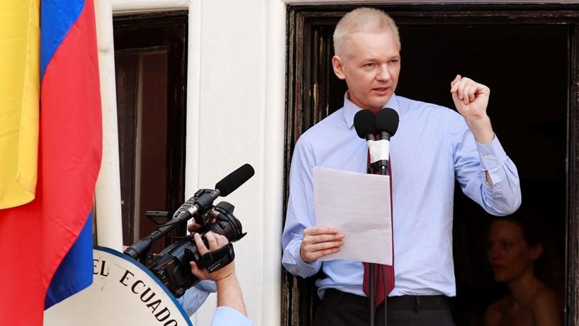 Suécia desiste de caso contra Assange