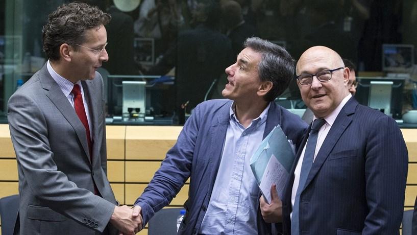 Eurogrupo aprova medidas de alívio da dívida da Grécia