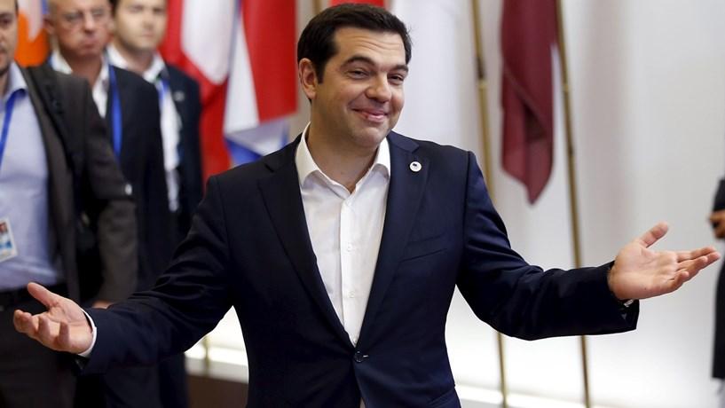 Tsipras cede nas pensões e no IVA mas não nas despesas militares