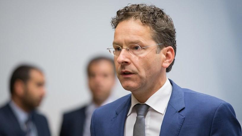 Eurogrupo pode desembolsar 8,5 mil milhões para a Grécia