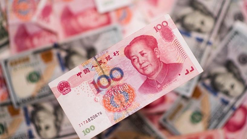 Moeda chinesa fixada em mínimos de seis anos