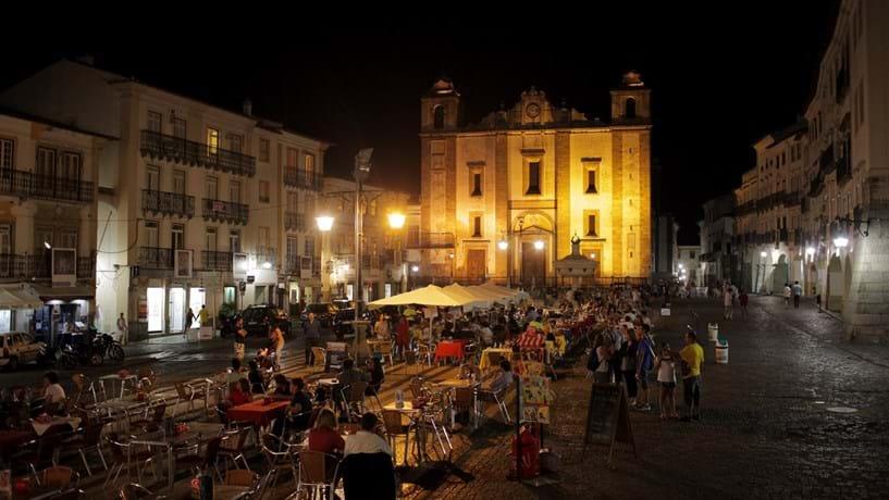 Governo dá 50 mil euros às câmaras para colocar wi-fi nos centros históricos