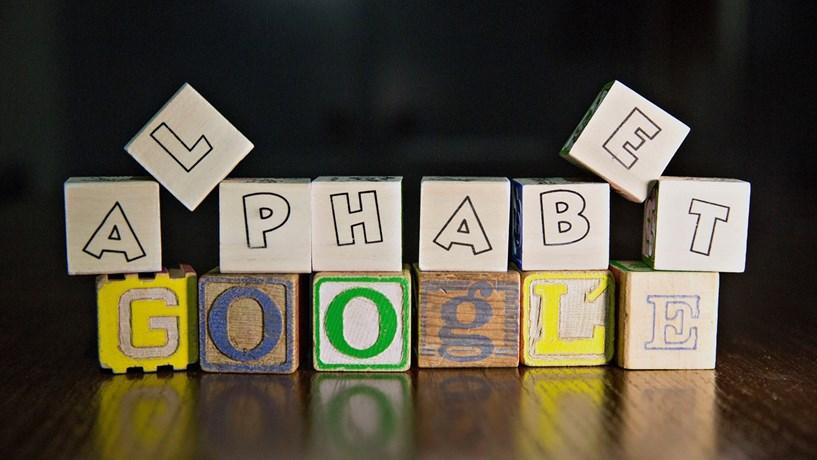 Lucros e receitas da Alphabet superam estimativas