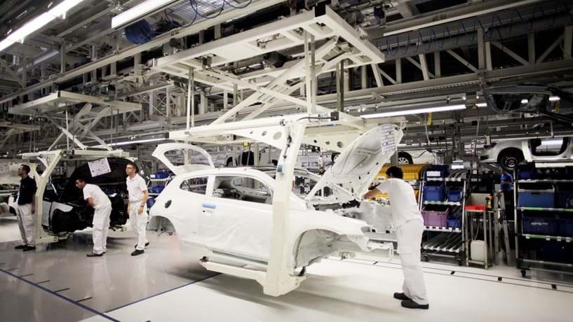 Produção automóvel volta a cair em Fevereiro