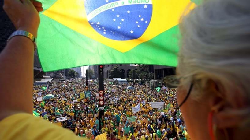 """Lava Jato: Brasil (e Portugal) à espera das denúncias do """"fim do mundo"""""""