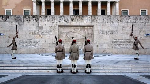 Parlamento grego aprova legislação que contempla mais austeridade