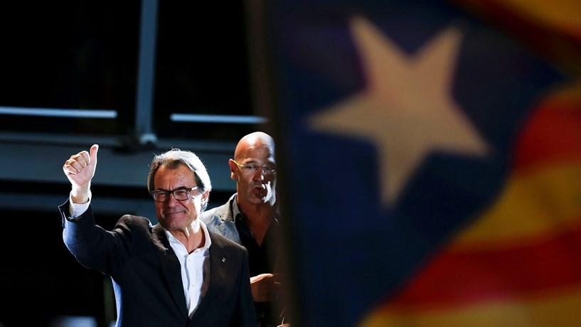 Ex-líder da Catalunha não pode ocupar cargos públicos durante dois anos por desobediência