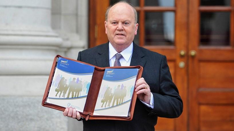 """Irlanda baixa impostos e aumenta despesa em Orçamento """"anti-brexit"""""""