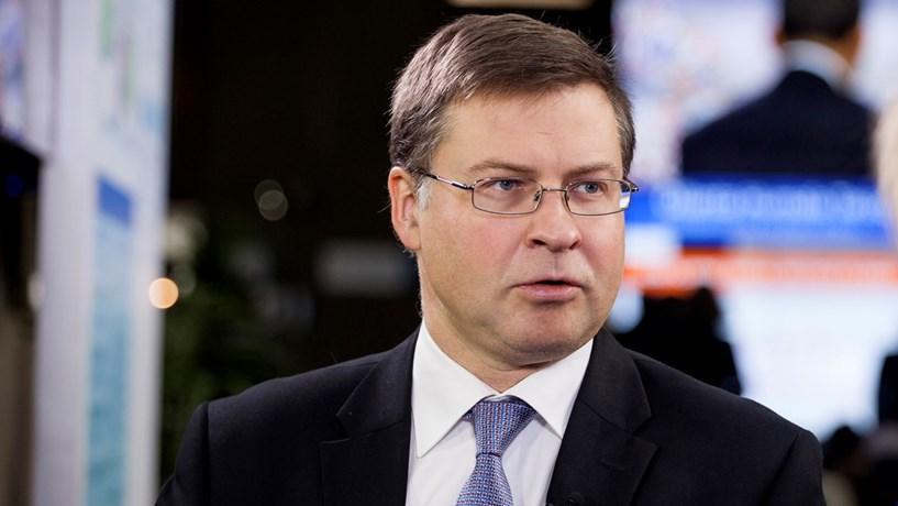 """Dombrovskis: Decisão sobre fundos depende """"em larga medida"""" do Orçamento"""