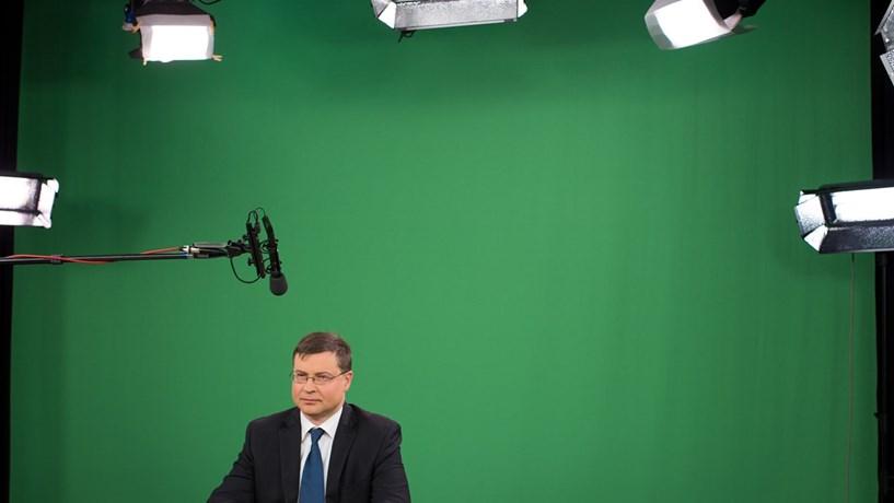 Dombrovskis: Nova administração da Caixa deverá continuar plano negociado com Bruxelas