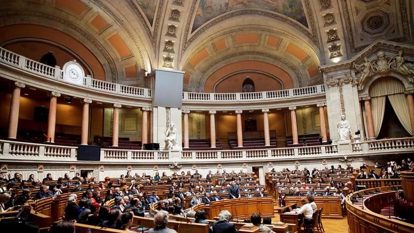 Partidos devem mais de 33 milhões de euros