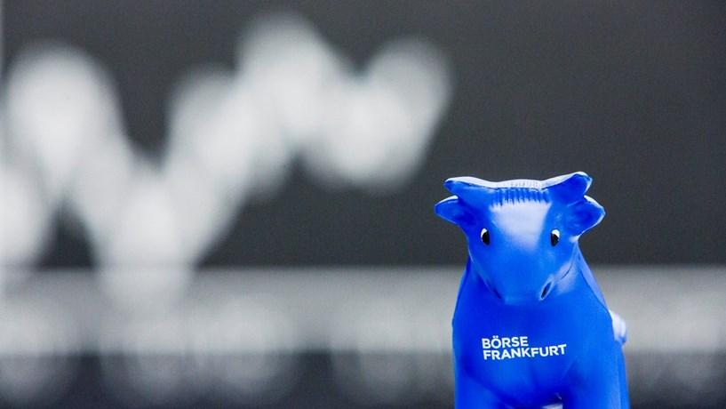 Fecho dos mercados: Banca italiana recupera, bolsas sobem, petróleo desce e juros afundam