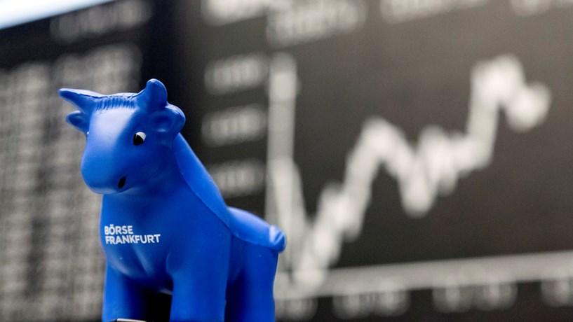 Abertura dos mercados: Recuperação na China impulsiona bolsas e petróleo. Euro recua