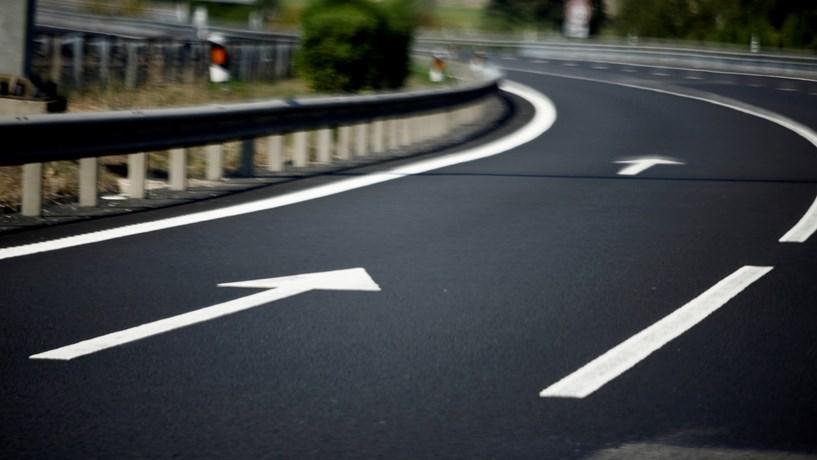 Tráfego nas auto-estradas em máximos de cinco anos em 2015