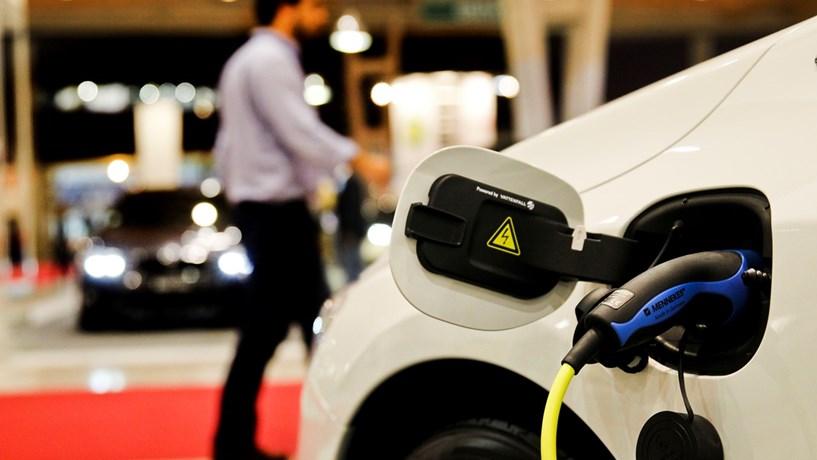 Parque automóvel do Estado vai ter 150 carros eléctricos em 2017