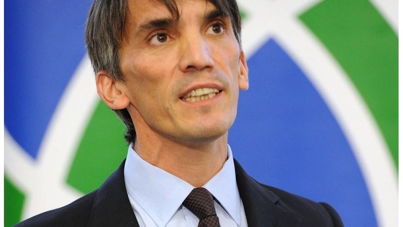 Acusado de manipular dívida portuguesa processa Estado
