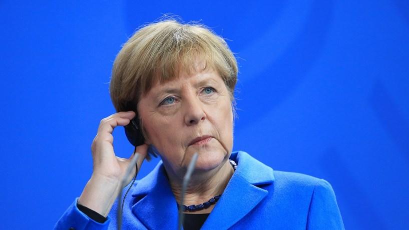 "Merkel assume que incidente em Berlim foi ""ataque terrorista"""