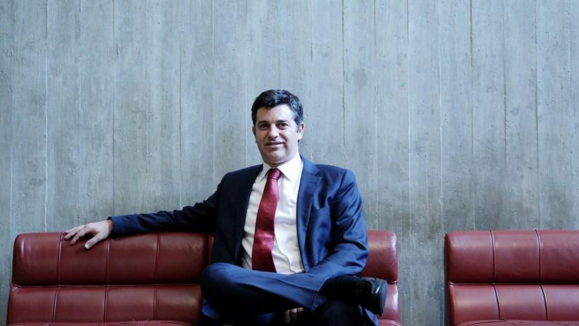 Ministro da Economia apela aos portugueses para não abastecerem em Espanha