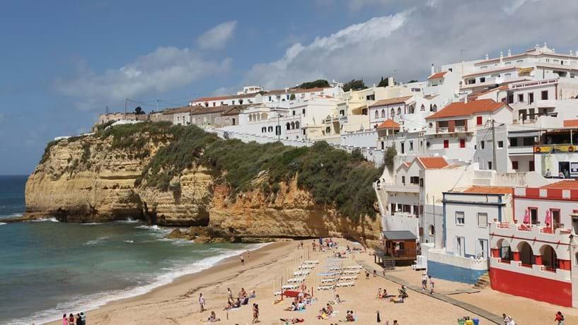 Turismo faz do Algarve a região que mais cresceu em 2015