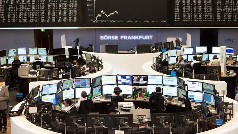 Abertura dos mercados: Bolsas e petróleo em alta, euro recua