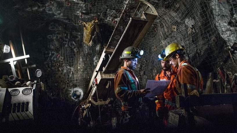 China abala acções das mineiras