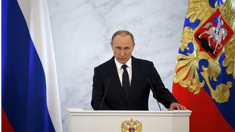 """Trump elogia resposta """"muito inteligente"""" de Putin a sanções dos EUA"""