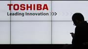 Acções da Toshiba afundam após prejuízos e demissão do presidente