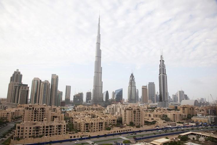 O edifício mais alto do mundo, no Dubai, custou 1,5 mil milhões de dólares. Os seus 828 metros de altura, divididos em 163 andares, levaram seis anos a erguer.  Ficou concluído em 2010.