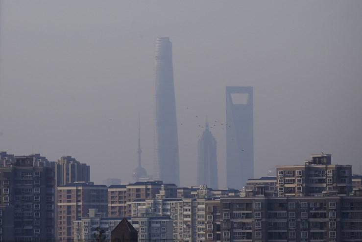 O segundo edifício mais alto do mundo, em Shanghai, na China, tem 632 metros e 128 andares acima do solo. Demorou seis anos a ser construído. Tem escritórios, um hotel e 106 elevadores.
