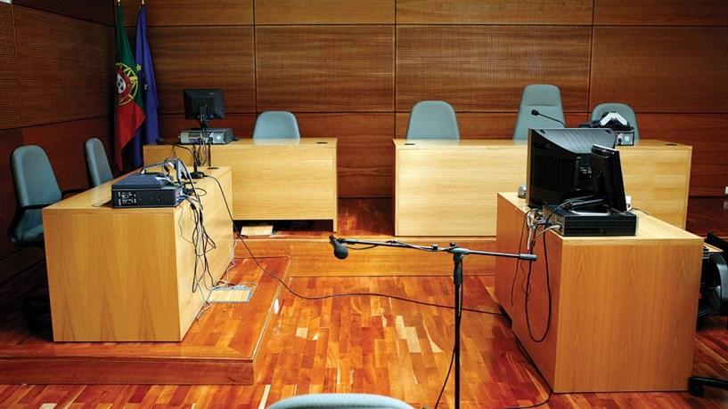 Justiça em números: há menos juízes, mas também menos litígios