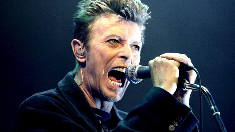 Leilão de obras de arte de David Bowie garante perto de 28 milhões de euros
