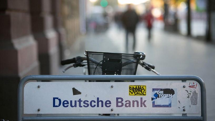 As acções do banco alemão afundaram mais de 9%.